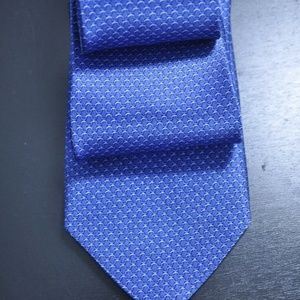 NWT Bloomingdale's Blue 100% Silk Tie NEW